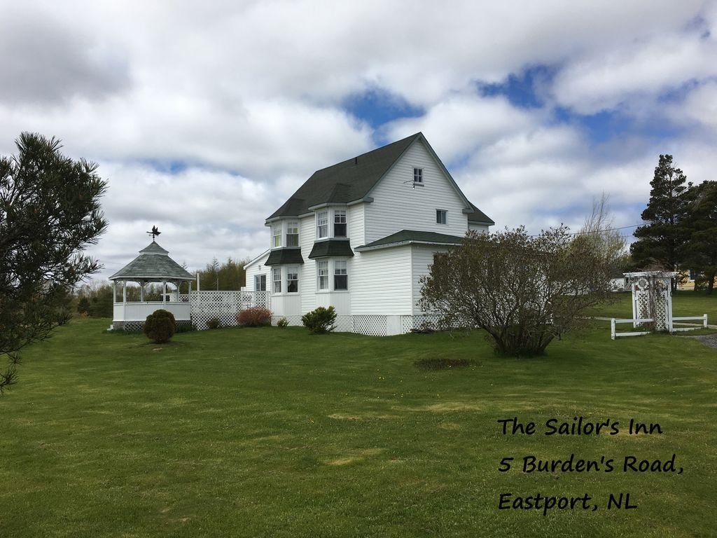 7 Bedroom Heritage House Situated On 1 Acre In Eastport 5 Mins Walk To The Ocean