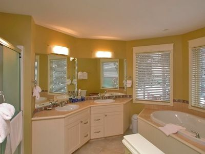 Ensuite Bathroom Vernon vernon holiday house: premium stand-alone beauty. close to