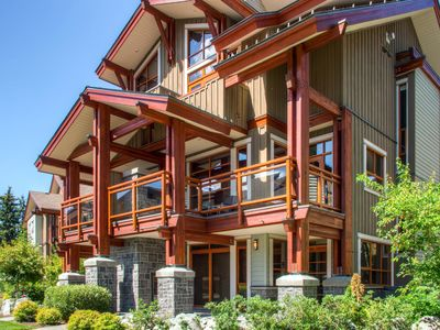 Fitzsimmons #33 Luxury 4 Bedroom, Private Hot Tub, BBQ