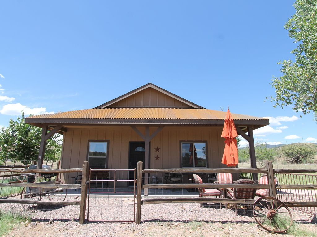 Charming cabin near payson with a hot tub vrbo for Az cabin rentals with hot tub