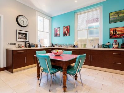 Photo for 6BR House Vacation Rental in London