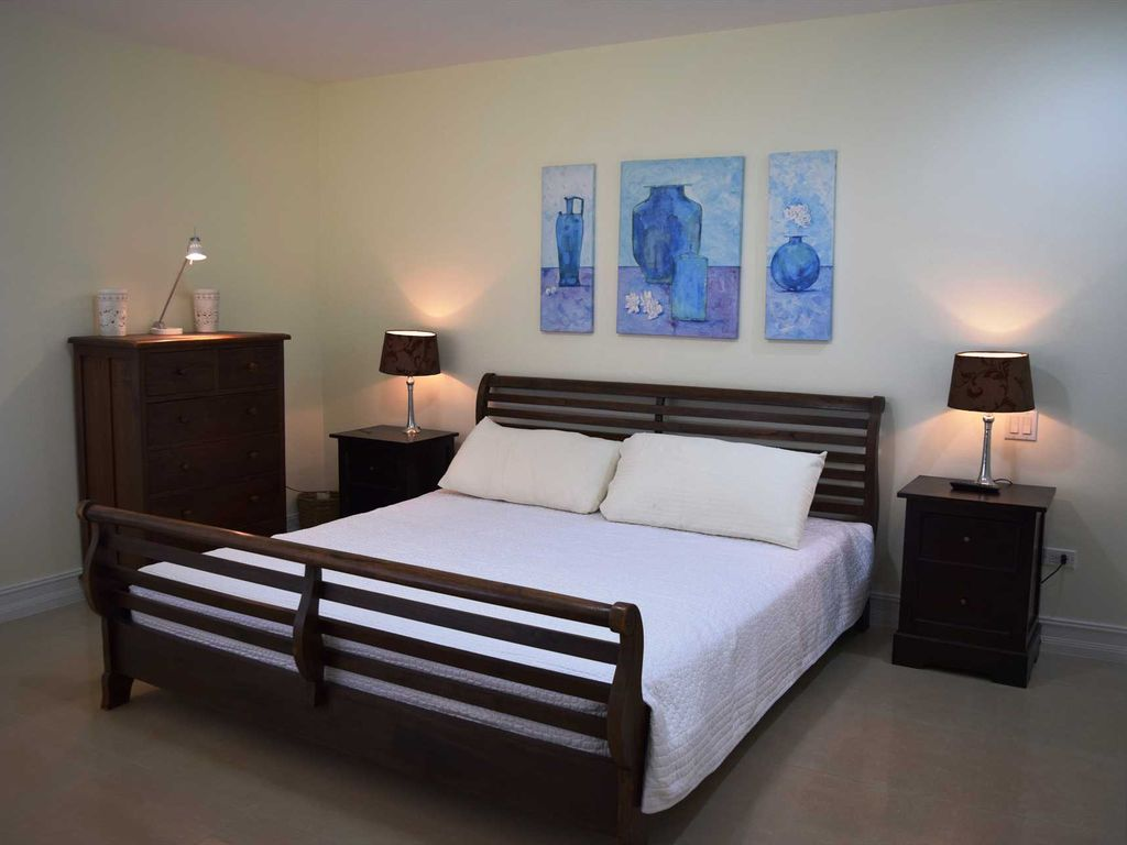 turquoise view two bedroom condo eagle beach eagle beach rentals and resorts. Black Bedroom Furniture Sets. Home Design Ideas