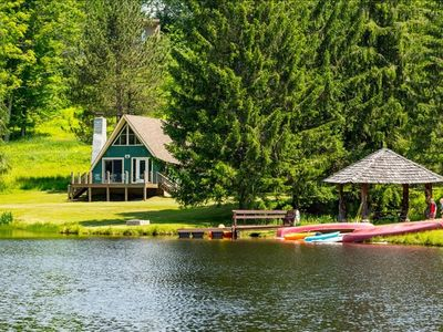 Adorable Lakefront Chalet! Hot tub! Complimentary use of boats! Dock! Beach!