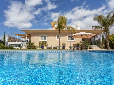 Photo for spacious villa 5 CH, heated pool, near the sea, for 10 people