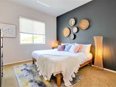 Photo for Luxury Living | Mins to SNA | Central Location in Irivne