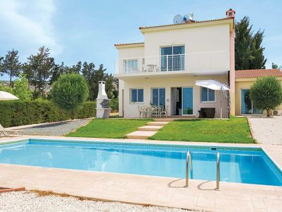 Photo for Airy bright villa w/ modern kitchen and pool 5-minute drive from town