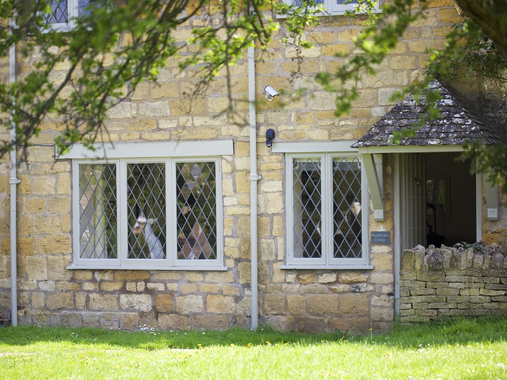 the rental ref pet look tub worcester in cotswolds friendly hot rent tubs cottage with cottages hallow out to lodge