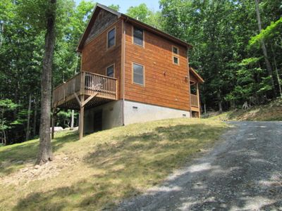 Photo for Cozy, pet friendly Beech Mountain cabin with just a few summer nights left open