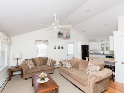 Falmouth: Newly remodeled cottage near beaches and shopping