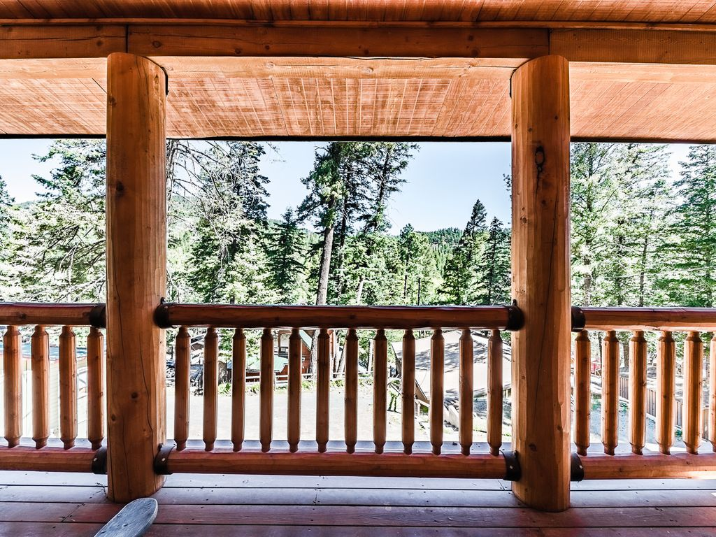 Fox hollow beautiful log cabin with a view and a private for Log cabin with hot tub one night stay