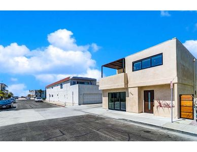 """Photo for """"The Crown and Anchor"""", a 3 Bedroom 3 Bath Luxury Experience on Balboa Peninsula"""