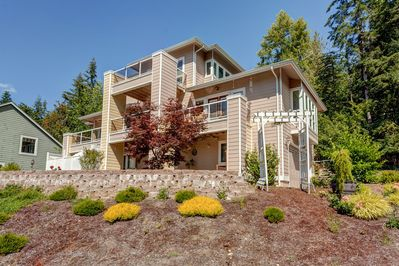 Stunning nearly 4000 sf Pacific Northwest Lake home
