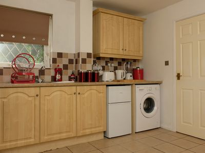 Photo for ⭐♥ 3 Bed - 5 Minutes to NEC/Airport ♥⭐ Tulip Home