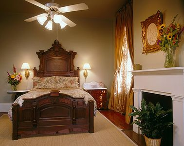 Private Gated Parking, ON Magazine St, Courtyard, 5 bed/5 bath sleeps 15