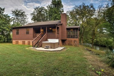 Escape to this idyllic Ooltewah vacation rental cabin on the banks of a creek.
