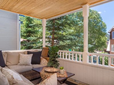Charming & Refined Condo with Elegant Decor and an Unbeatable Location for this Lovely Mountain Retr