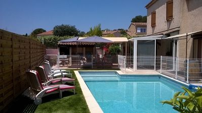 Photo for Swimming-pool, close by the sea at 6/8 s