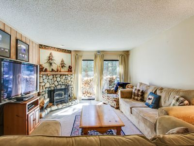 Photo for Alpine escape, w/shared pool and hot tub, close to lifts and attractions!