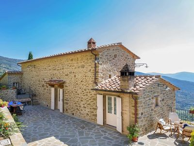 Photo for Located below the hilltop of Cortona and surrounded by lush vegetation you will discover Villa Casale Pietrenta a beautiful rural farmhouse which has been renovated into a lovely holiday home with the original features still intact.