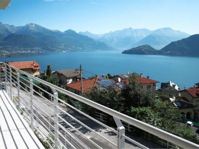 Photo for Apartment Casa Cristina with a communal pool and wonderful views over the lake