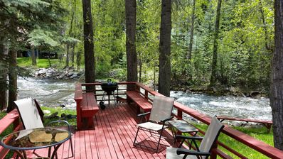 Enjoy the deck right on the river