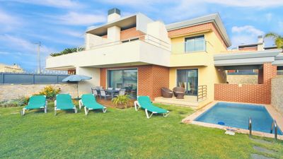 Photo for 3 Bedroom, Holiday villa with swimming pool, golf nearby in Albufeira