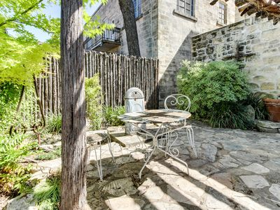 Photo for Enchanting downtown cottage w/copper soaking tub & courtyard