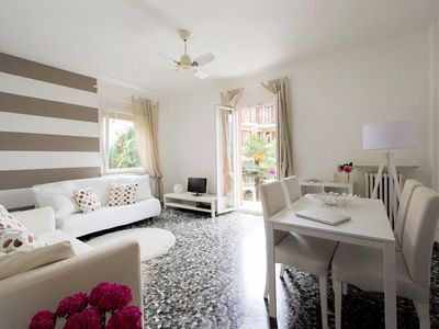 Photo for Casa Catharina, sunny private apartment on the 1st floor + garage