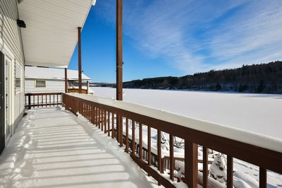 The 2-bedroom, 1-bathroom vacation rental boasts lakefront access for 4 guests.