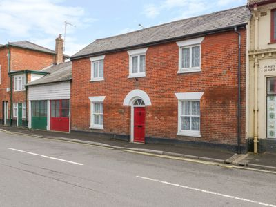 Photo for RIVERSIDE HOUSE, pet friendly in Fordingbridge, Ref 1004231
