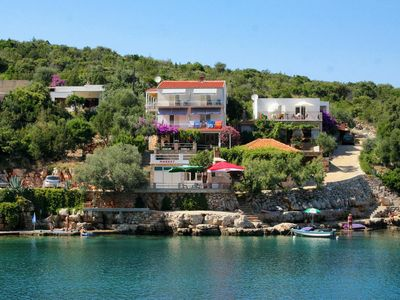 Photo for Apartment in Zaraće (Gdinj) (Hvar), capacity 4+0
