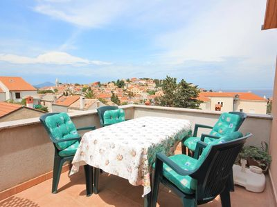 Photo for One bedroom apartment with terrace and sea view Mali Lošinj (Lošinj)