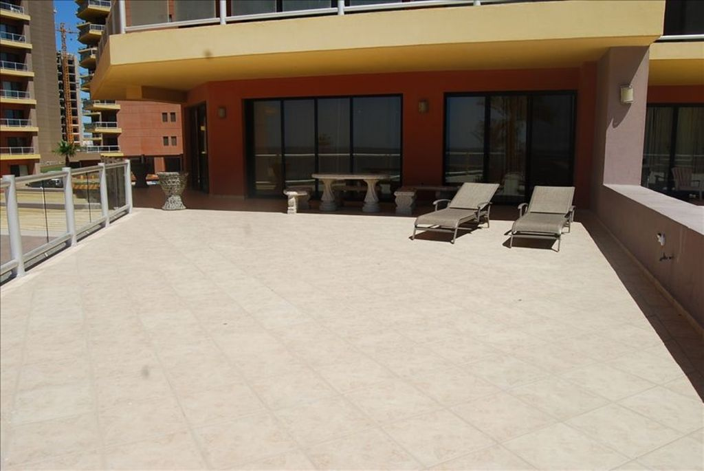 Property Image#5 Ground Floor   Huge Private Patio Direct Access To Pools