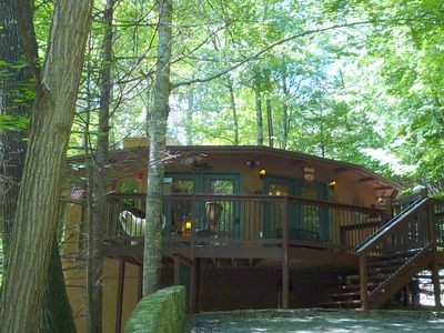 Photo for Dusty's TreeHouse Unique & Cozy ONE LEVEL open plan -Great Location-WIFI-Dogs OK