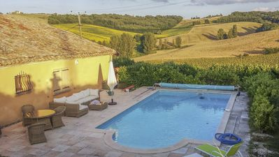 Las Mothes swimming pool and view