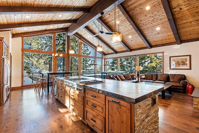 Summer Specials-Luxury, Lakeview, Renovated, New Furnishings/HotTub, Pool  Table - South Lake Tahoe