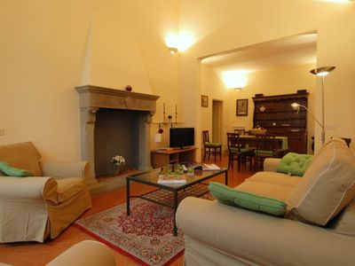 Photo for Spacious Gioia Toscana apartment in Duomo with WiFi, integrated air conditioning & lift.