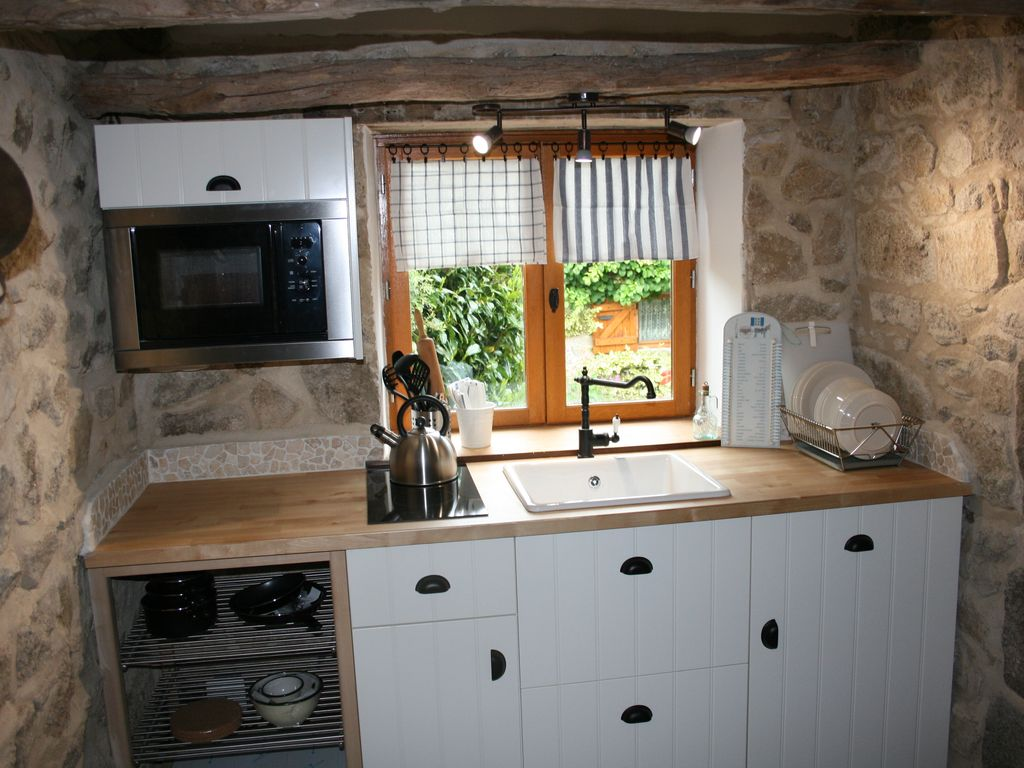 Beautifully renovated 19th Century Bake house with stunning views.