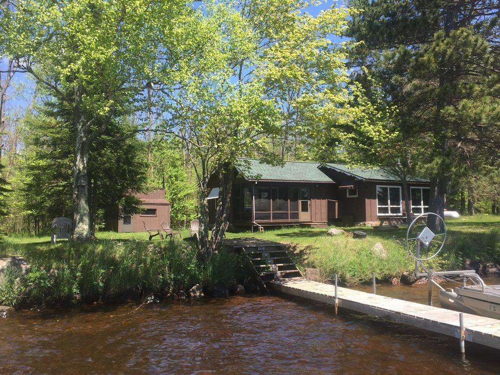 Northwoods cabin on teal lake pontoon boat available for Northwoods wisconsin cabin rentals
