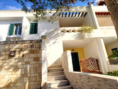 Photo for Terraced house located in the heart of Baia Verde, a stone's throw from the beaches.