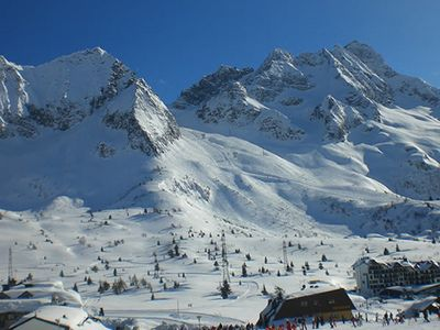 Photo for Bright apartment a few steps from the ski slopes, centrally located