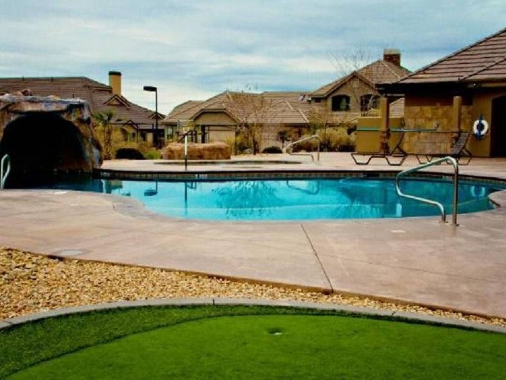 Southern comfort amazing town home w disco vrbo - Southern comfort pools ...