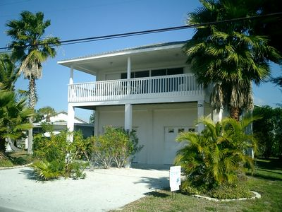 Photo for Spacious beach house with a beautiful view of the gulf