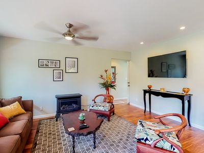 Photo for Beautifully built home on a dead end street w/ a covered lanai & full kitchen