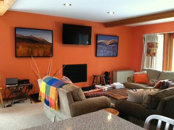 Large, Sunny End Unit; at Snubber Mid-Mtn Chair, Feb and March weekends avail.
