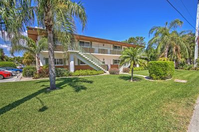 Walk to the beach from this 3-bed, 2-bath vacation rental in Riviera Beach!