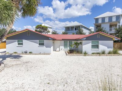 Photo for Newly Renovated, Large Backyard with Gas Grill and TV, Blue Mountain Beach