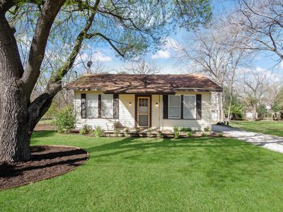 Photo for Susan's Cozy Cottage: Centrally Located Charmer