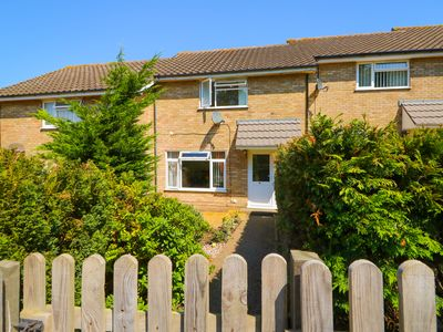 Photo for HOWARDS HILL WEST, with a garden in Cromer, Ref 980682