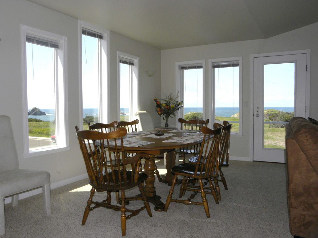 Dining Area Overlooking The Ocean